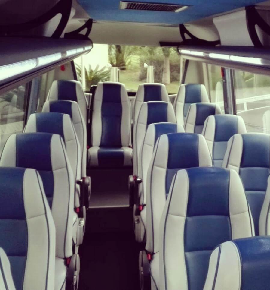 Interior Microbús de alquiler en barcelona elclaxon