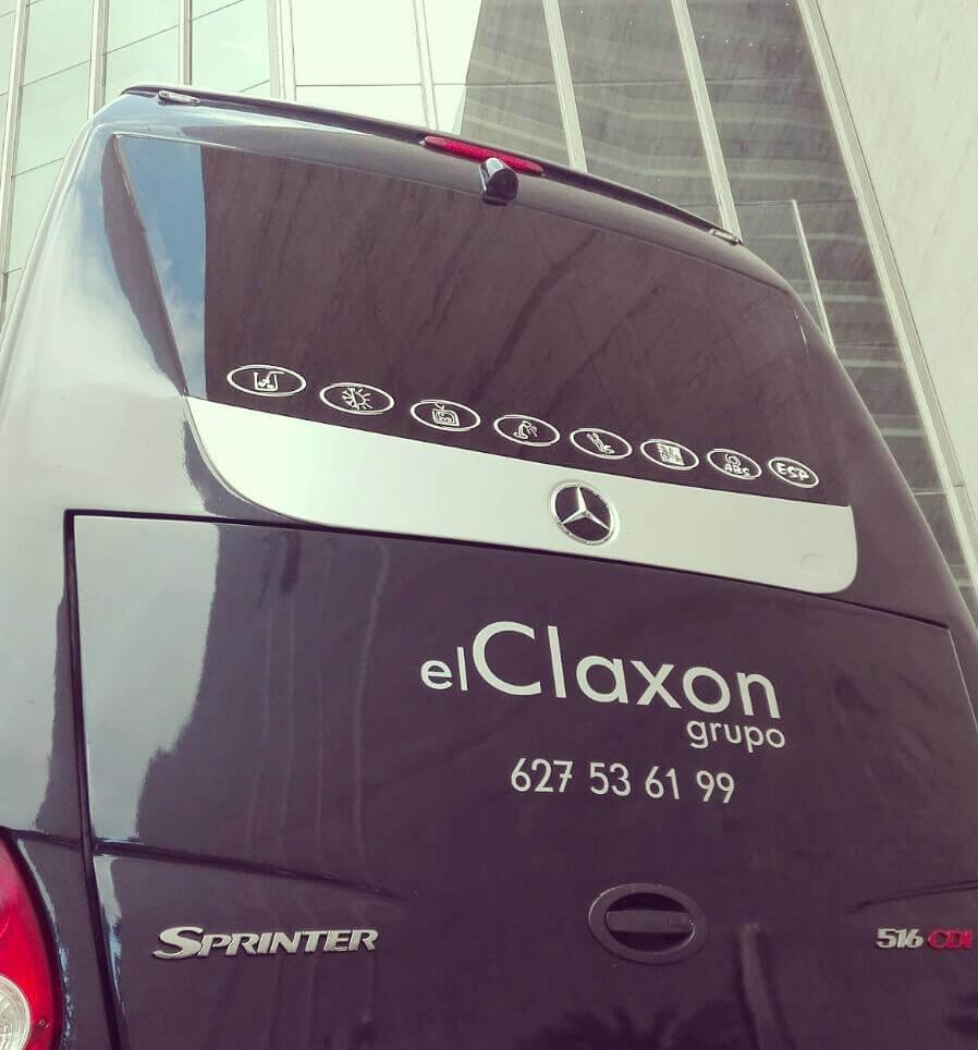 Parte trasera del Microbús de alquiler en barcelona