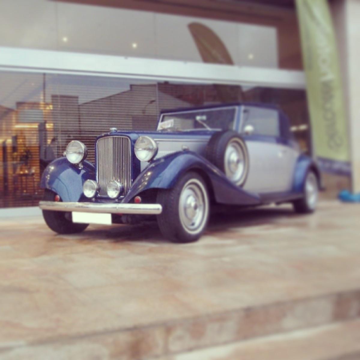elClaxon Jaguar Royal Azul coche clásico Barcelona