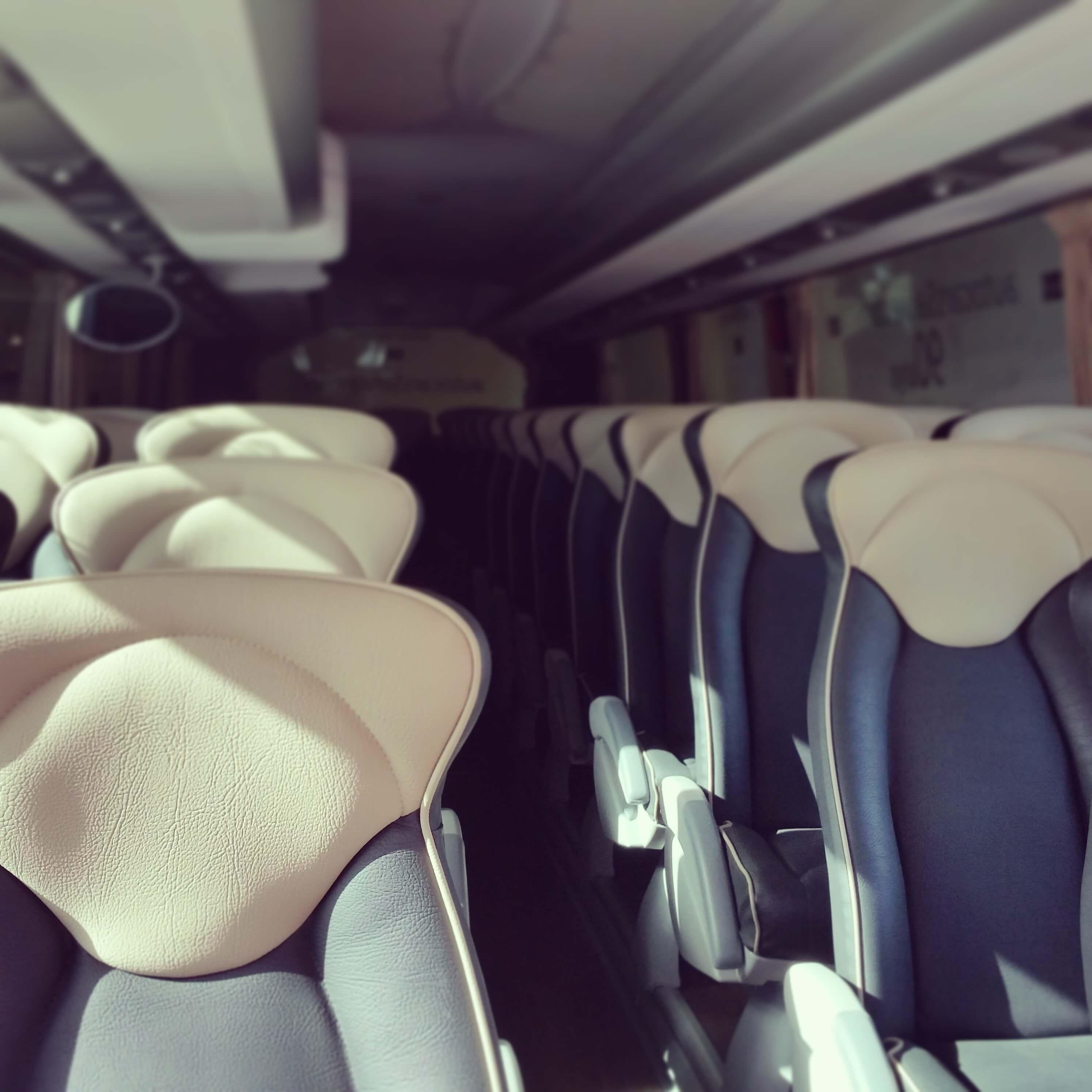 elClaxon alquiler autocar interior asientos piel irizar pb Barcelona