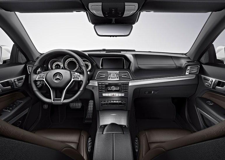 elClaxon interior mercedes V Barcelona coche de lujo