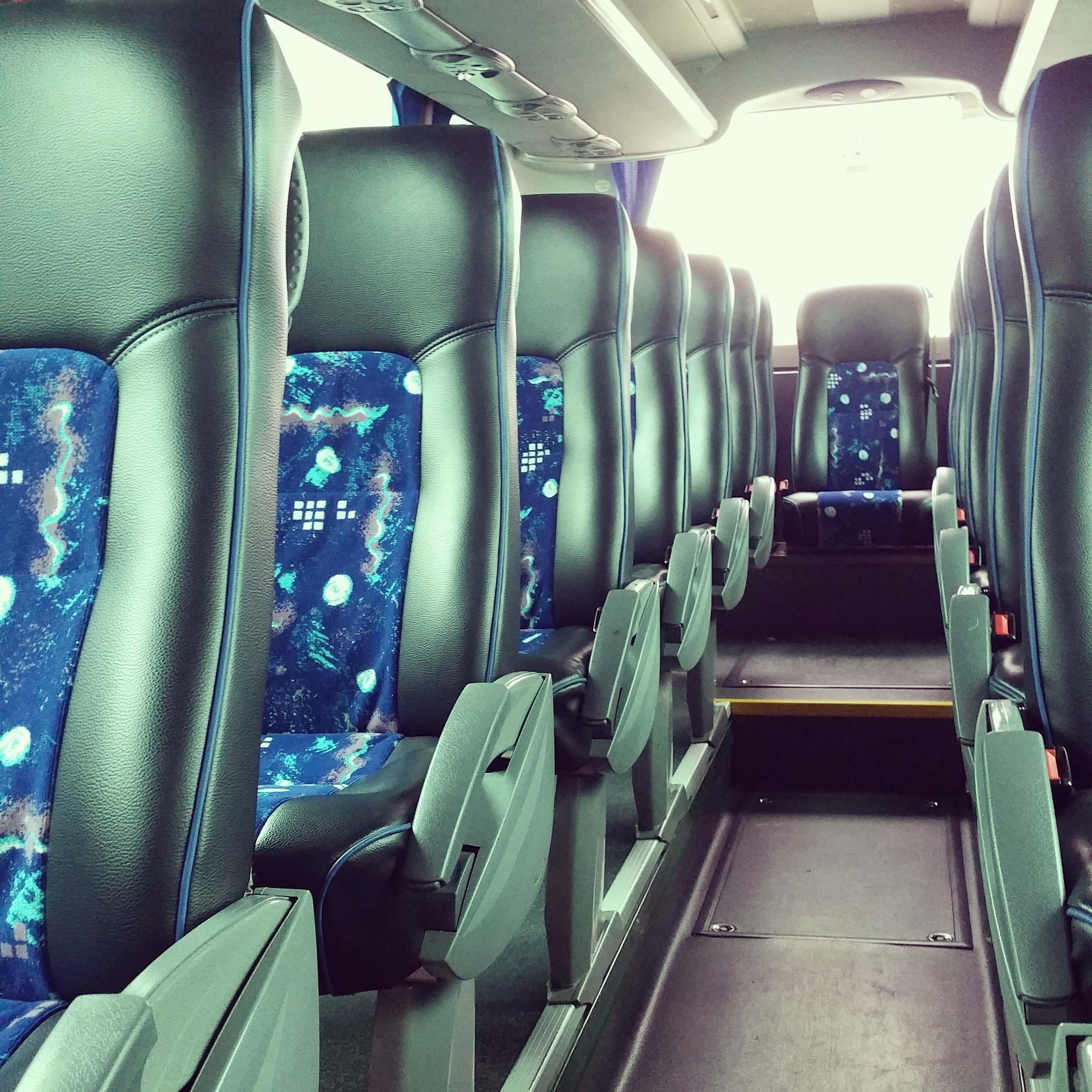 Contratar un autocar con cinturón de seguridad en Barcelona.